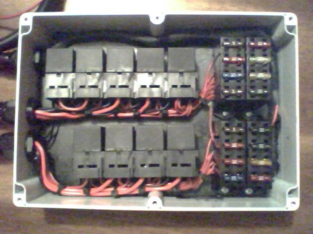 fuse relay block pirate4x4 com 4x4 and off road forum. Black Bedroom Furniture Sets. Home Design Ideas