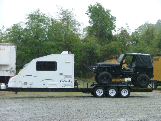 Does Anyone Make A Gooseneck Trailer With Living Quarters And A Flat Bed For A Truck Pirate 4x4
