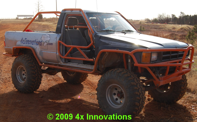 Internal external cage pics pirate4x4 com 4x4 and off - Interior roll cage for toyota pickup ...