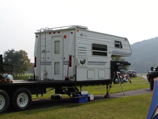Does Anyone Make A Gooseneck Trailer With Living Quarters AND Flat Bed For Truck
