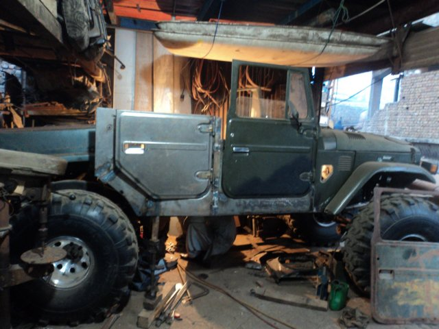 & A 4-Door FJ40 Cruiser on 44s!! - Pirate4x4.Com : 4x4 and Off-Road Forum