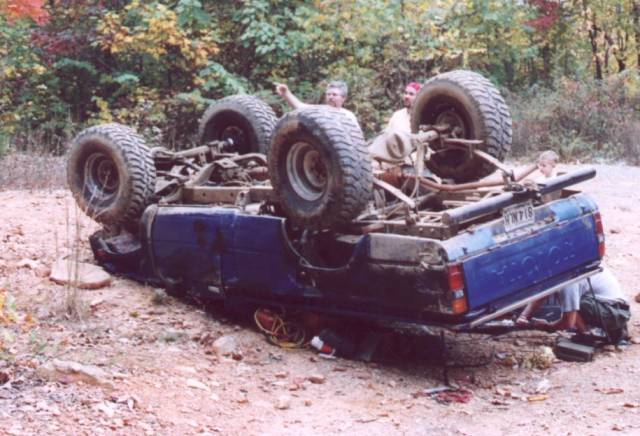 Failed roll cage pics pirate4x4 com 4x4 and off road forum - Interior roll cage for toyota pickup ...