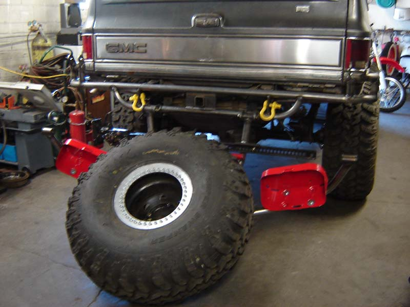 K5 Blazer Tire Carrier http://www.pirate4x4.com/forum/body-armor/554289-blazen-off-road-chevy-bumpers-tire-carriers.html