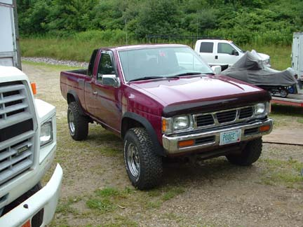 1995 Nissan Pickup Daily Driver Good Gas Milage 4x4