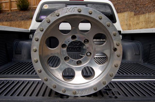 4 Mickey Thompson Classic Lock Offroad Wheels 16x8 6 bolt ...