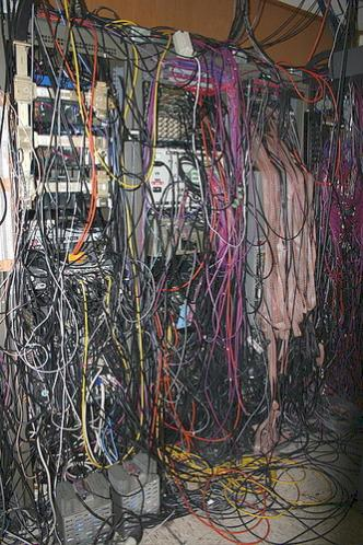 http://www.pirate4x4.com/forum/attachments/general-chit-chat/636689d1322780795-datacenter-cabling-wires2.jpg